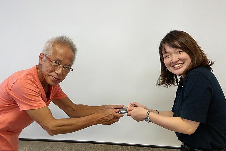 ビジネストピック賞を受賞した須田
